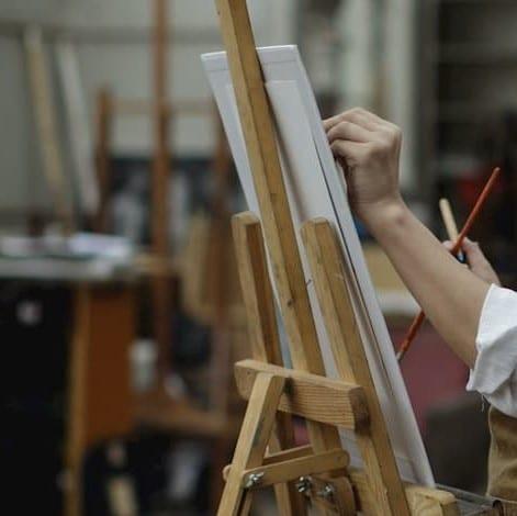 image d'ambiance peintre en atelier1