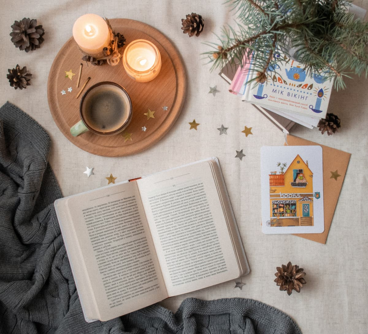image d'illustration et d'ambiance lecture, café, bougies, plaid